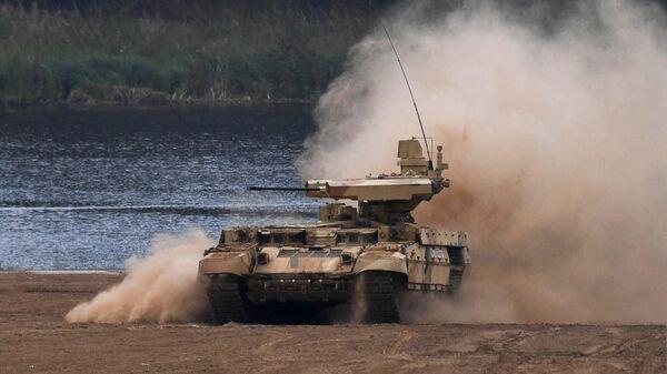 Боевая машина огневой поддержки БМПТ Терминатор-3 во время демонстрационного показа