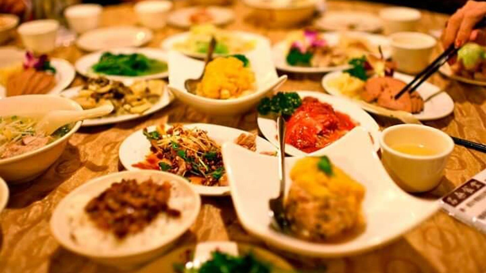 Блюда на столе одного из ресторанов Ярославля на пути маршрута в рамках проекта развития гастрономического туризма в Ярославской области - РИА Новости, 1920, 13.10.2021