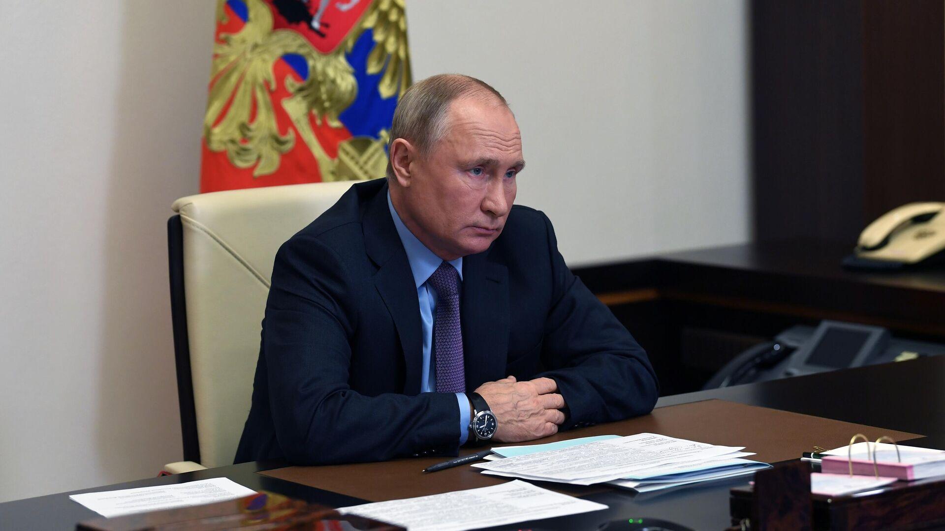 Президент РФ Владимир Путин проводит в режиме видеоконференции совещание с членами правительства РФ - РИА Новости, 1920, 11.12.2020
