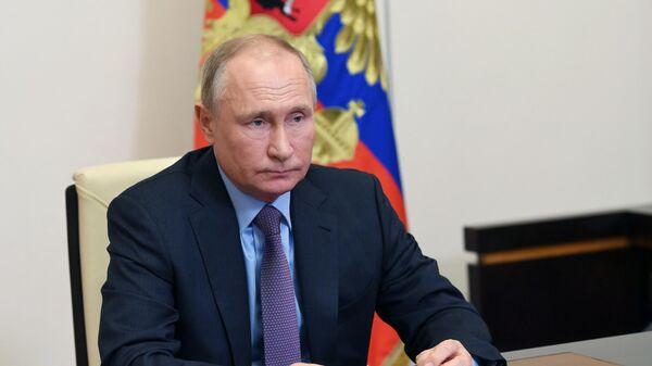 Президент РФ Владимир Путин проводит в режиме видеоконференции совещание по экономическим вопросам