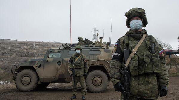 Блокпост российских миротворцев на въезде в город Шуша