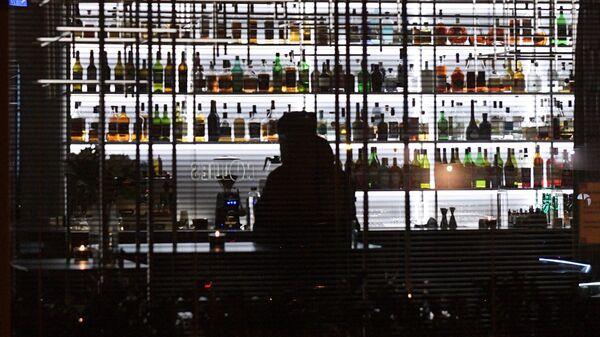 Посетитель в одном из кафе в Санкт-Петербурге