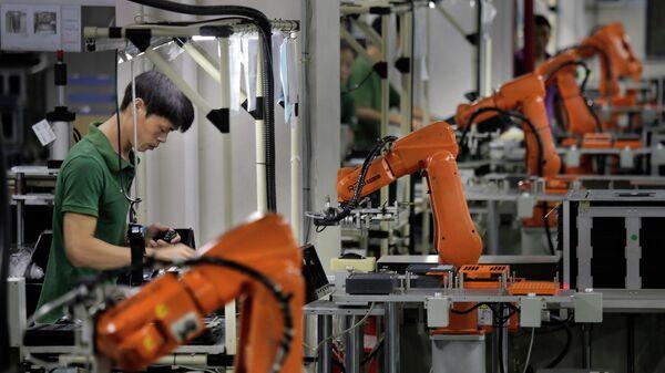Рабочие на производстве в Китае