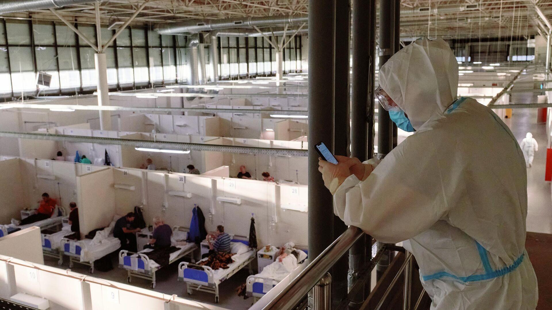 Отделение больных средней тяжести во временном госпитале для больных COVID-19, организованном в выставочном комплексе Ленэкспо - РИА Новости, 1920, 18.01.2021