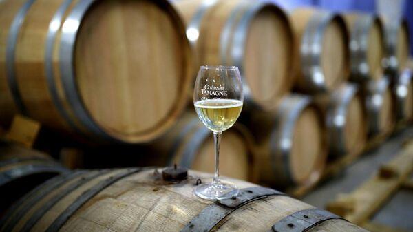 Отделение выдержки игристых вин на заводе Кубань-Вино
