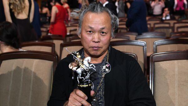 Корейский кинорежиссёр Ким Ки Дук после окончания торжественной церемонии открытия 41-го Московского Международного кинофестиваля (ММКФ)