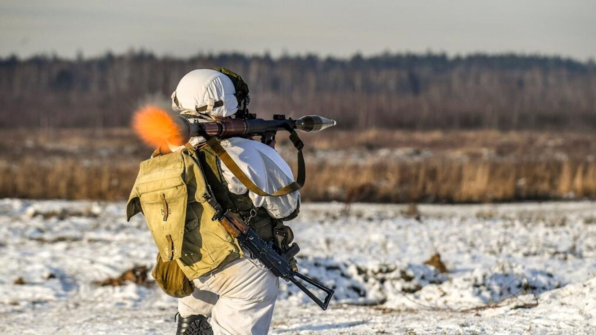 Военнослужащий подразделения гранатометчиков во время учебных стрельб на полигоне Алабино - РИА Новости, 1920, 10.03.2021