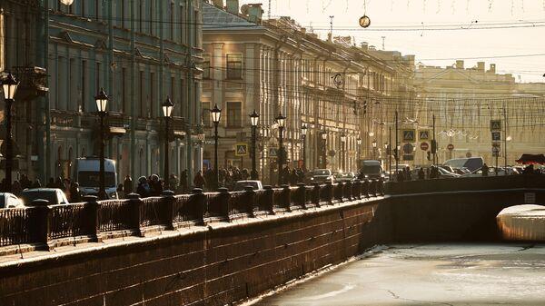Вид на одну из набережных в Санкт-Петербурге