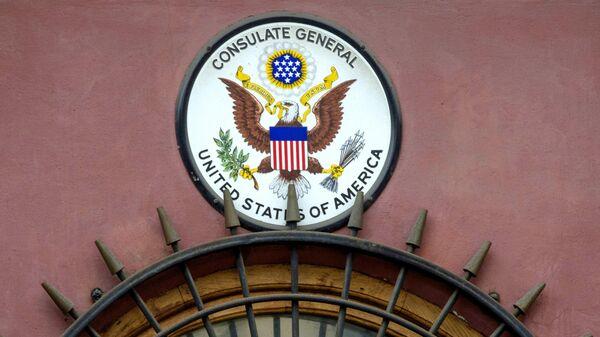 Американский герб на здании генерального консульства США в Санкт-Петербурге