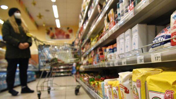 Покупательница в одном из магазинов Москвы
