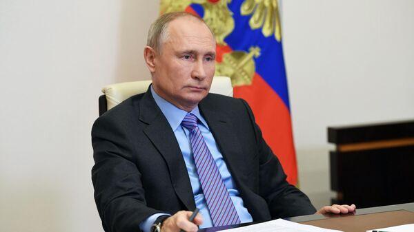 Президент РФ Владимир Путин принимает участие в социальном онлайн-форуме Единой России в режиме видеоконференции