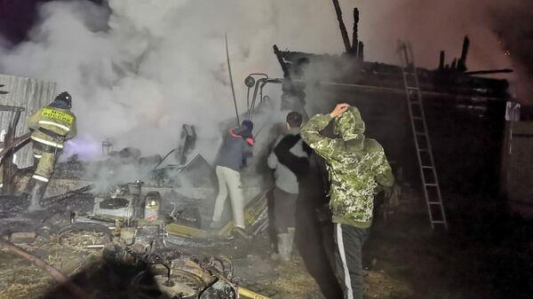 Тушение пожара в доме милосердия по улице Кизильской в селе Ишбулдино, Башкирия