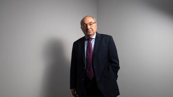 Кандидат оппозиции на пост премьер-министра переходного правительства, экс-премьер Вазген Манукян