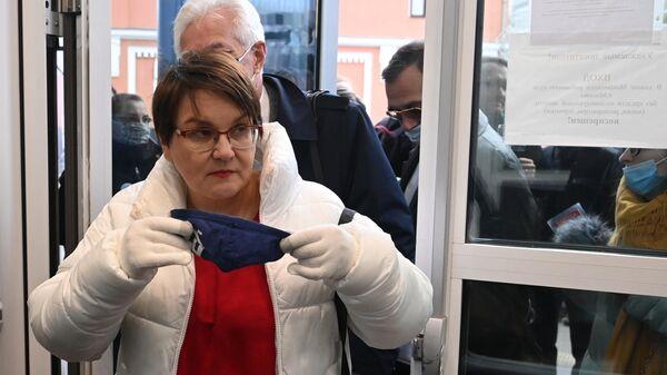 Московский муниципальный депутат Юлия Галямина в здании Тверского суда города Москвы