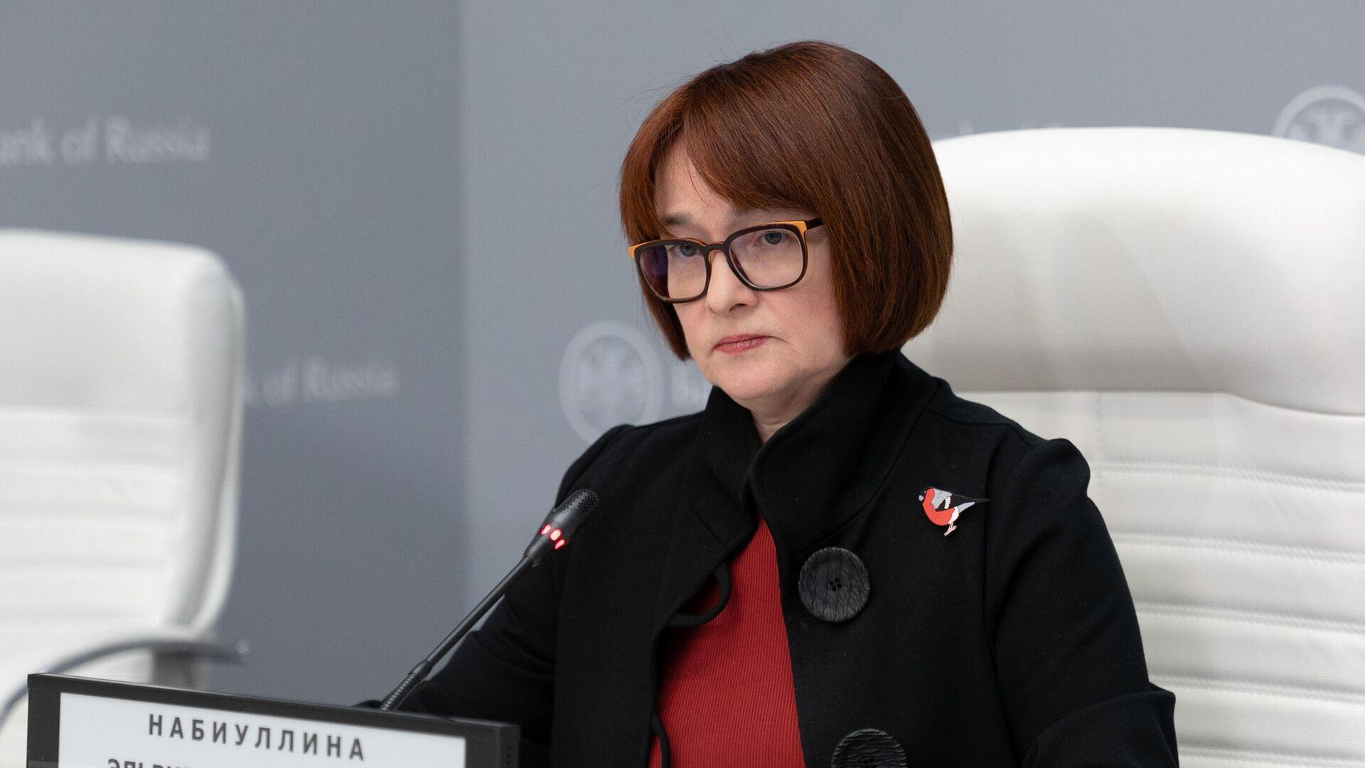 Председатель Центрального банка РФ Эльвира Набиуллина выступает на пресс-конференции - РИА Новости, 1920, 28.12.2020