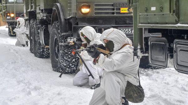 Отражение нападения диверсионной группы условного противника во время тренировки расчетов оперативно тактических ракетных комплексов Искандер-М гвардейской танковой армии Западного военного округа