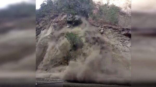 Обрушение горы в Цунтинском районе Дагестана. Кадр видео