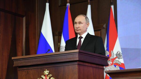 Президент РФ Владимир Путин выступает на расширенном заседании коллегии Минобороны РФ