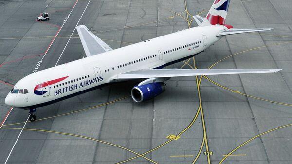 Пассажирский самолет Боинг 767 авиакомпании British Airways в аэропорту Домодедово
