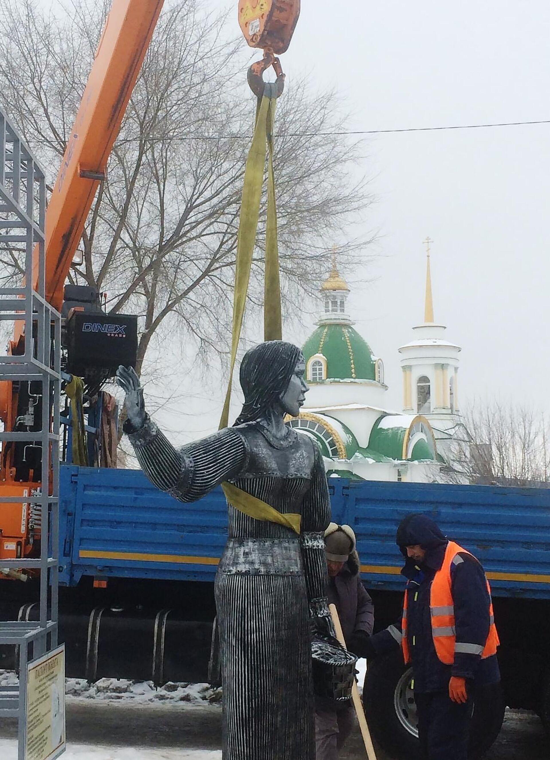 Демонтаж памятника Аленке в Нововоронеже - РИА Новости, 1920, 21.12.2020