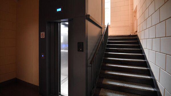 Лифт в подъезде жилого дома