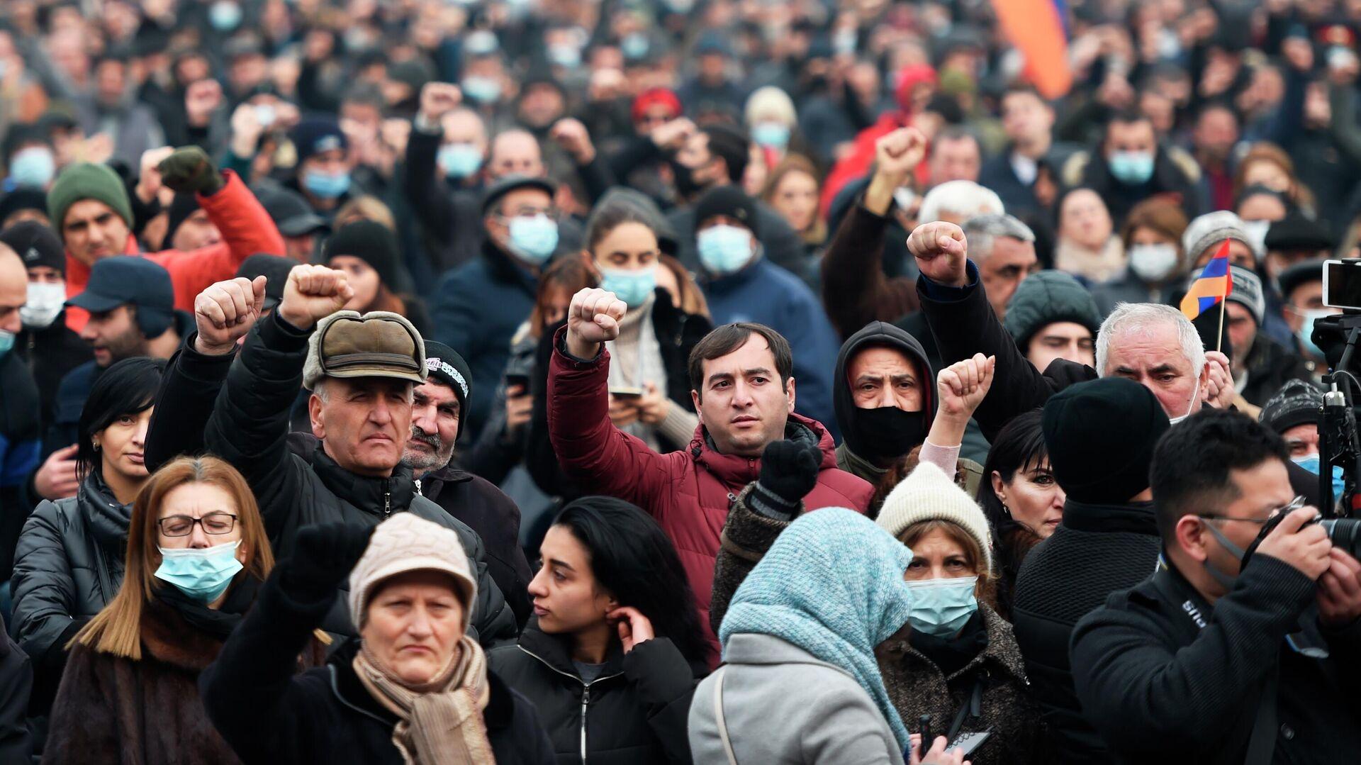 Противники премьер-министра Армении Никола Пашиняна проводят митинг на площади Республики в Ереване - РИА Новости, 1920, 22.12.2020