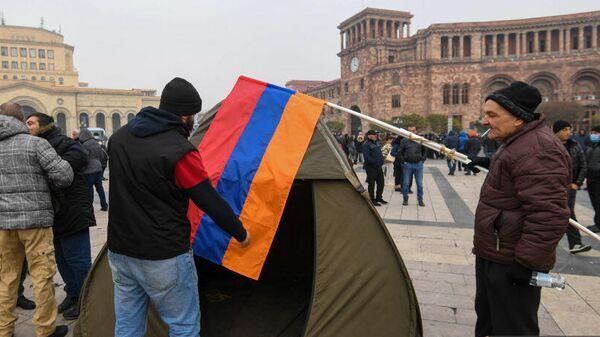 Участники акции протеста в Ереване