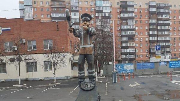 Памятник сотруднику ГАИ в городе Азов Ростовской области