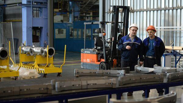Сотрудники корпорации ВСМПО-АВИСМА в цехе механической обработки штамповок