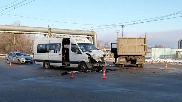 ДТП с участием КамАЗа и маршрутки в Новочебоксарске