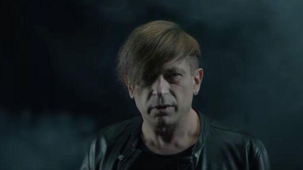 Кадр из клипа Би-2 Того что нет