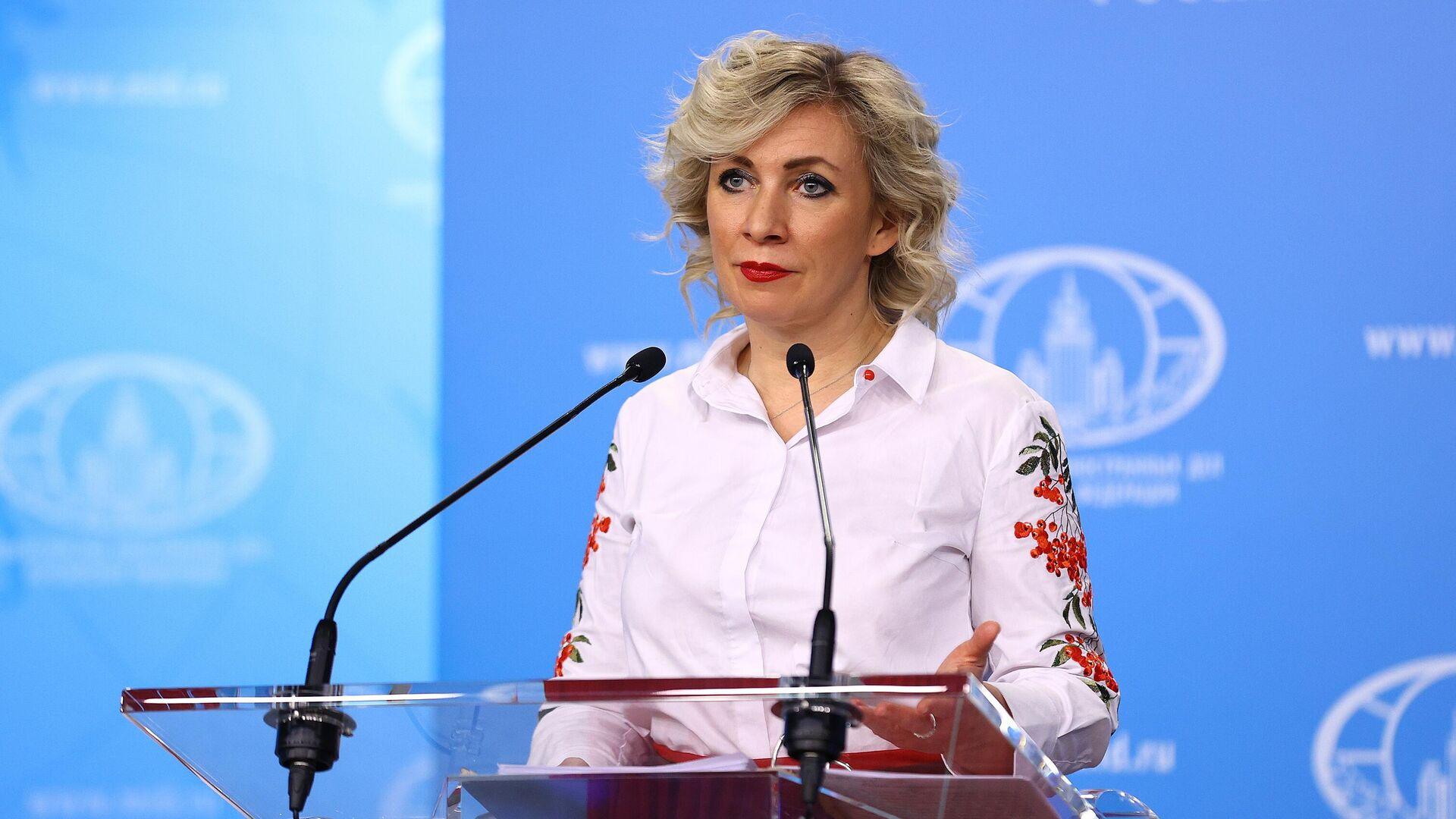Официальный представитель Министерства иностранных дел России Мария Захарова во время брифинга - РИА Новости, 1920, 13.07.2021