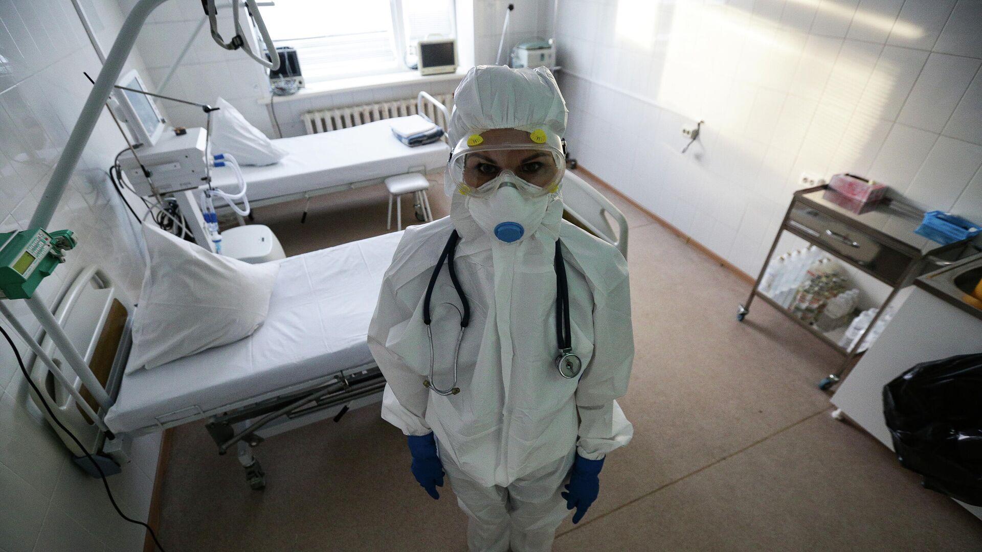 Работа врачей в красной зоне Новосибирской областной клинической больницы - РИА Новости, 1920, 06.01.2021