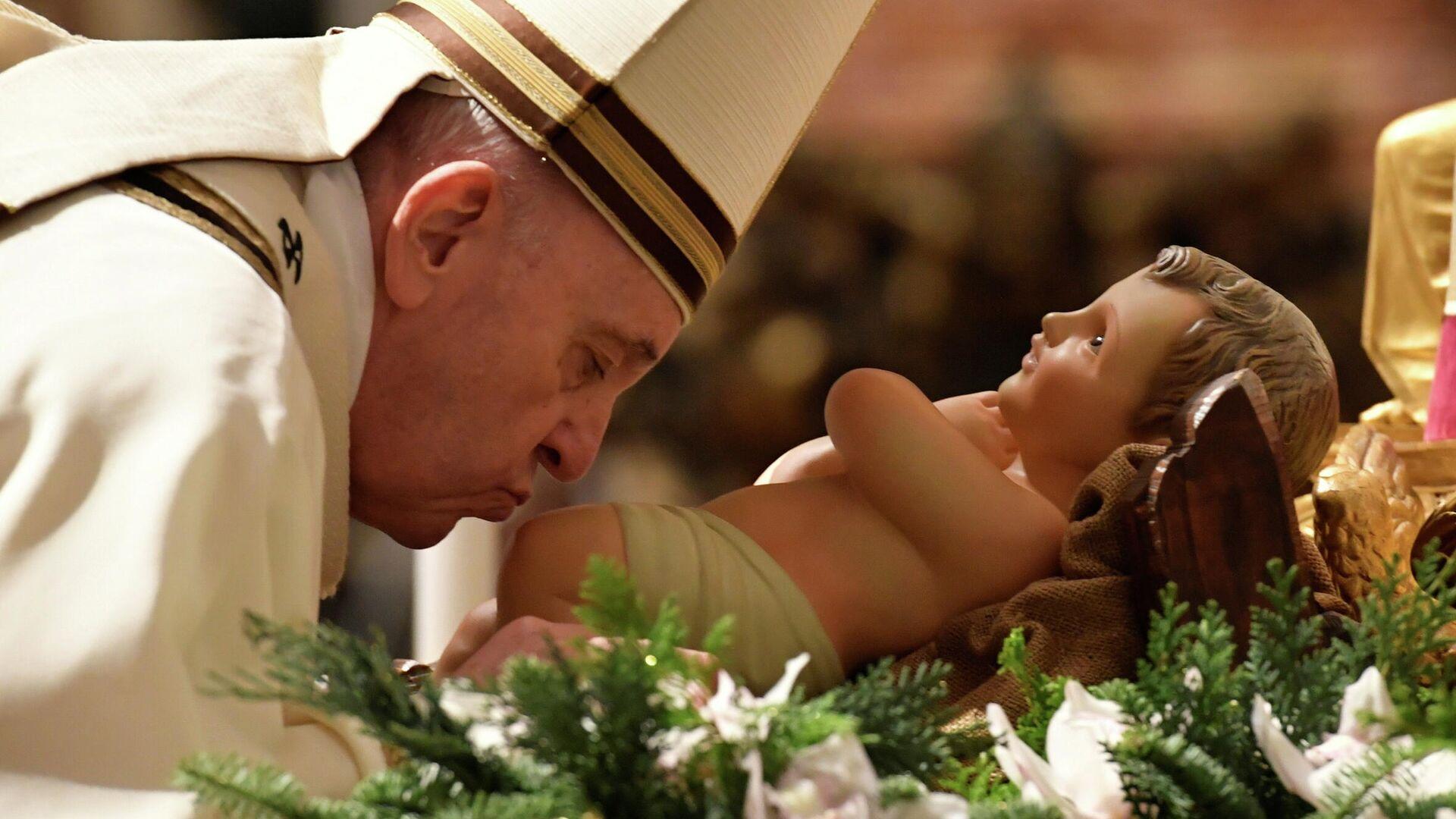 Папа Римский Франциск во время рождественской мессы в соборе святого Петра в Ватикане - РИА Новости, 1920, 13.01.2021