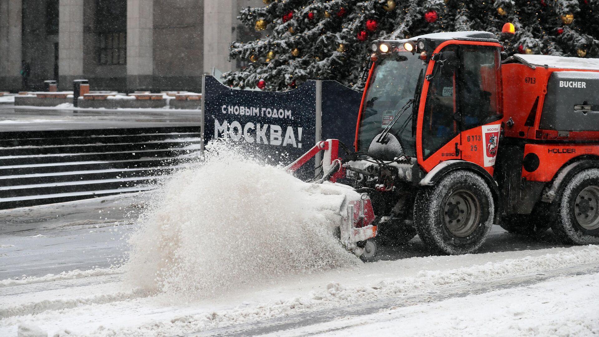 Снегоуборочная техника на одной из улиц в Москве - РИА Новости, 1920, 03.01.2021
