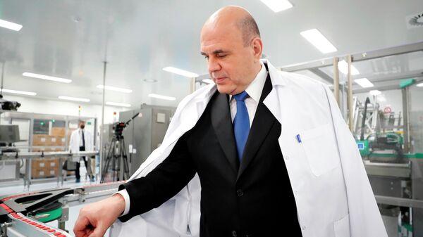 Председатель правительства РФ Михаил Мишустин во время посещения научно-производственного центра компании Биокад