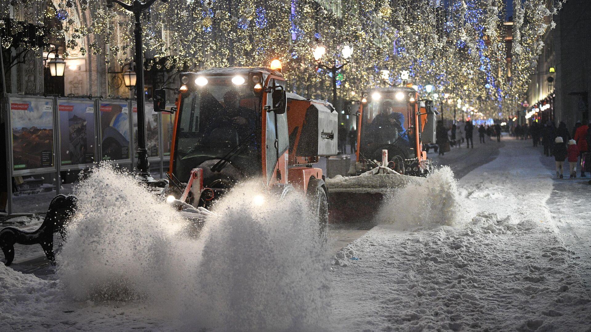 Снегоуборочная техника на Никольской улице в Москве - РИА Новости, 1920, 28.12.2020