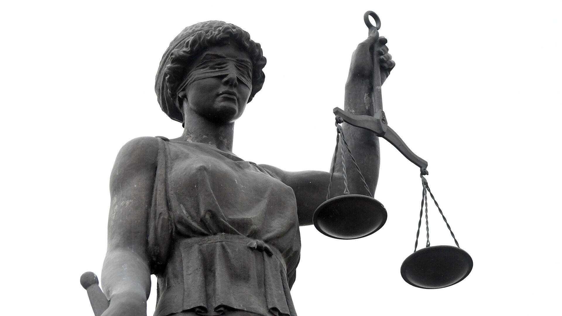 Скульптура Фемида у входа в здание Красноярского краевого суда - РИА Новости, 1920, 22.06.2021