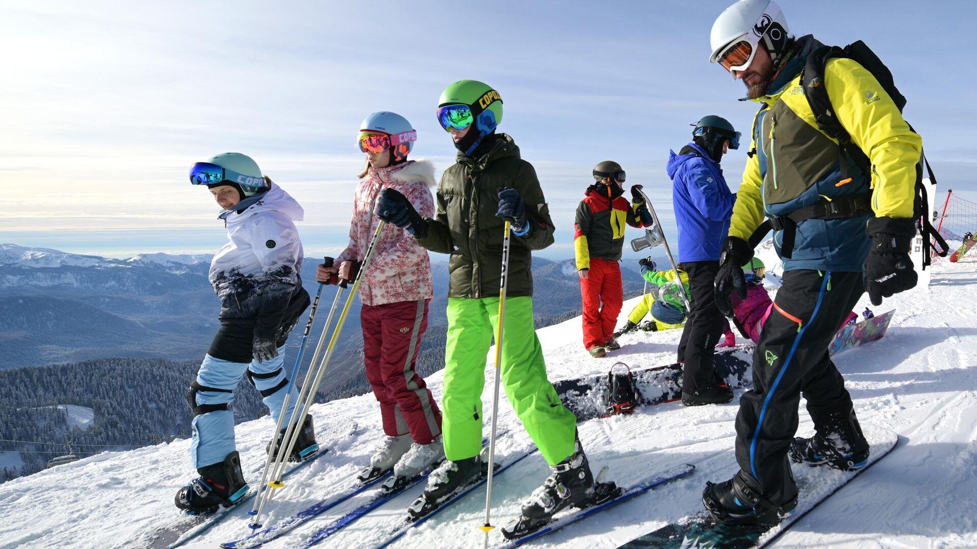 Отдыхающие на горнолыжном курорте Роза Хутор в Сочи - РИА Новости, 1920, 12.03.2021
