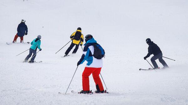 Отдыхающие на горнолыжном курорте Архыз в Карачаево-Черкесии