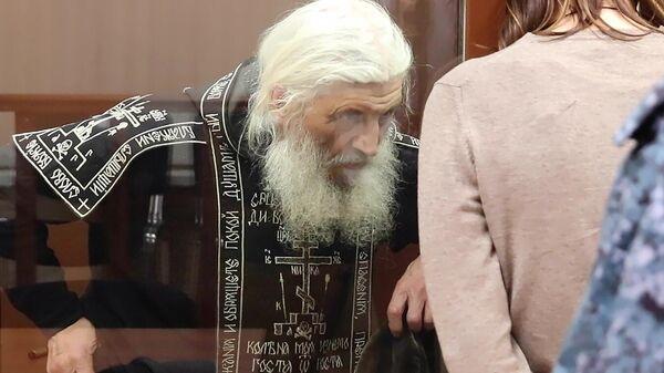 Бывший схимонах Сергий (Николай Романов) в Басманном суде Москвы, где ему должны избрать меру пресечения
