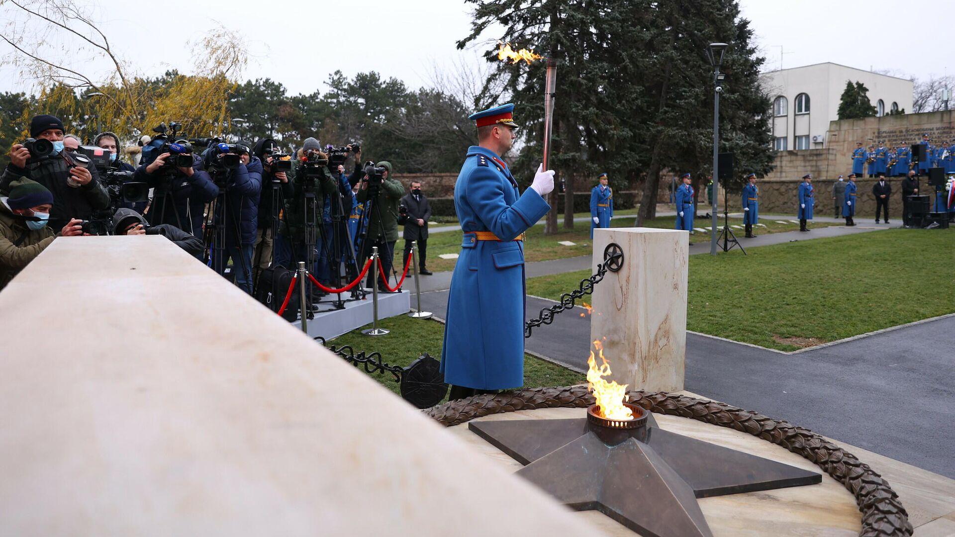 Церемония зажжения Вечного огня на Кладбище освободителей в Белграде, Сербия - РИА Новости, 1920, 04.01.2021