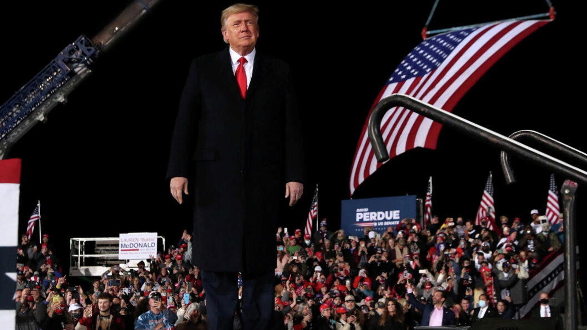 Президент США Дональд Трамп во время выступления перед своими сторонниками в Джорджии - РИА Новости, 1920, 06.01.2021
