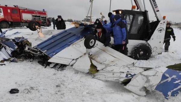 На месте падения легкомоторного самолета в Ленинградской области