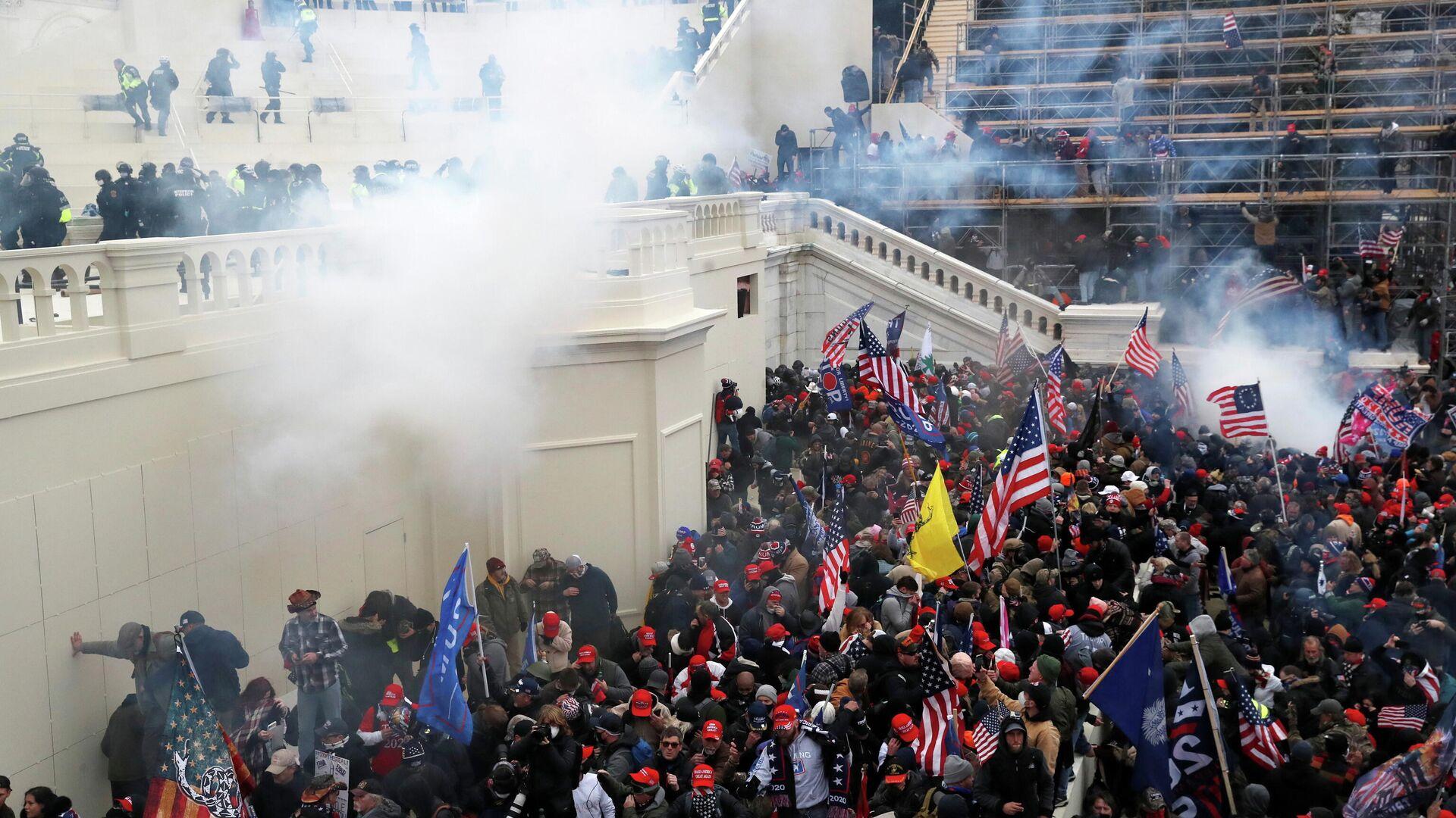 Акция протеста сторонников Дональда Трампа в Вашингтоне - РИА Новости, 1920, 18.01.2021