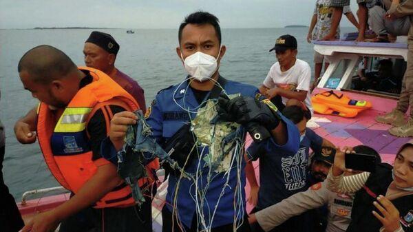 Поиски на предполагаемом месте крушения самолета компании Sriwijaya Air, рейс SJ182