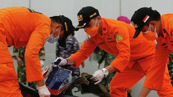 Поисково-спасательная операция в районе вероятного места крушения индонезийского самолета Boeing 737-500