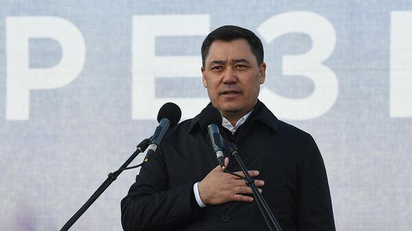 Кандидат в президенты Кыргызской Республики Садыр Жапаров выступает на митинге своих сторонников в Бишкеке