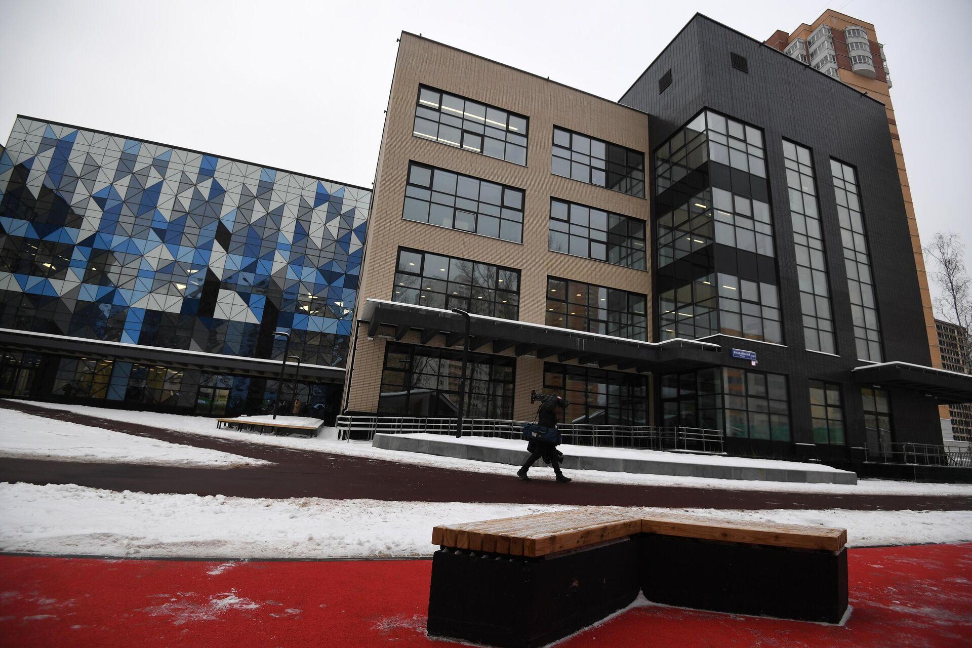 Здание строящейся школы №158 на 1 900 мест в районе Левобережный в Москве - РИА Новости, 1920, 11.01.2021