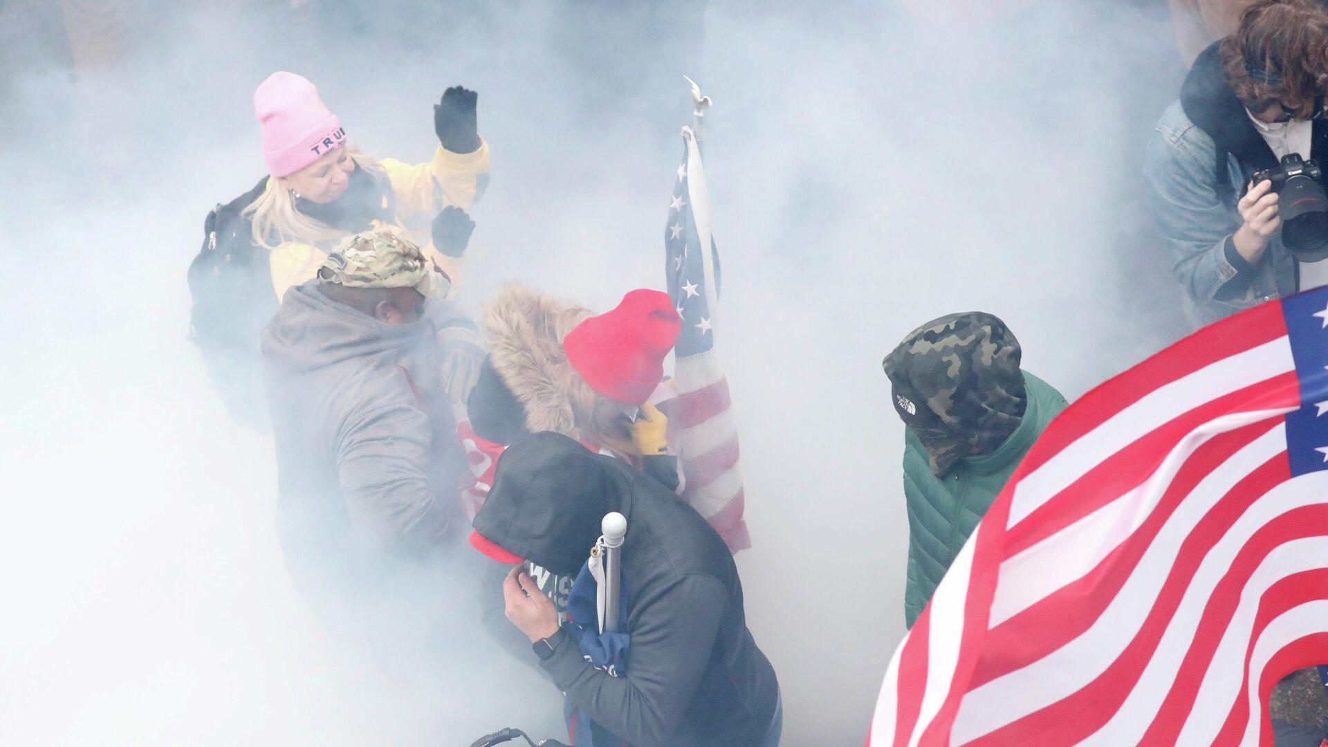 Сторонники Дональда Трампа у здания Конгресса США в Вашингтоне - РИА Новости, 1920, 17.01.2021